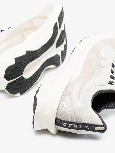 grey Novablast low top sneakers