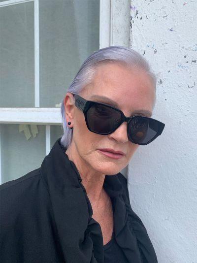 Black square logo sunglasses