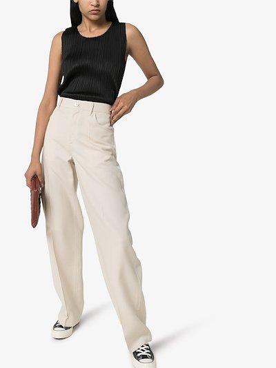 Basic sleeveless plissé top