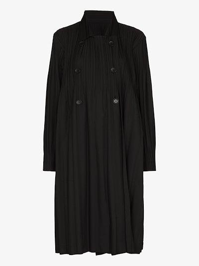Jaunty plissé coat