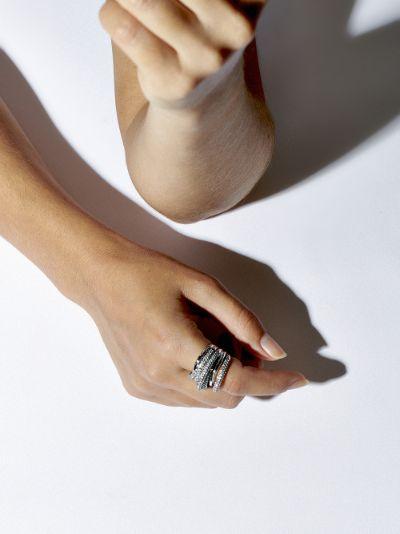18K white gold Orbit diamond ring