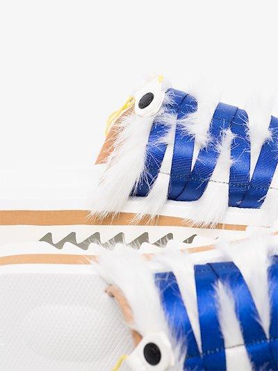 white OG-195-EU sandals